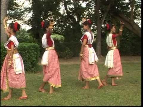 Bhenge Mor Gharer Chabi Full Song Aloker Eai Jharnadharai- Rabithakurer...