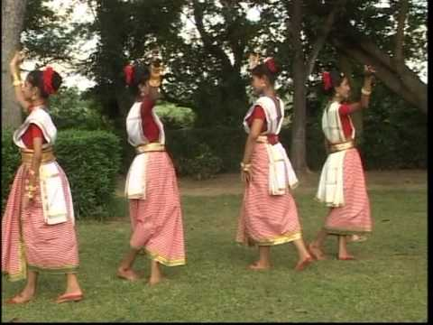 Bhenge Mor Gharer Chabi [Full Song] Aloker Eai Jharnadharai- Rabithakurer Nacher Gaan Vol.1