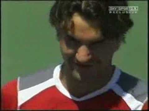 federer puting roddick in his place