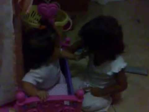 niñas jugando de un año