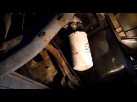 Ford F250 7.3 liter International diesel engine oil change. DIY