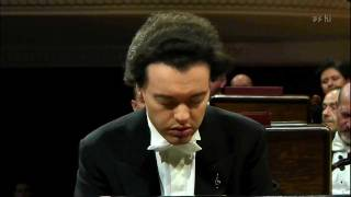 download lagu Evgeny Kissin Plays Chopin Waltz Op.64 N.2 gratis