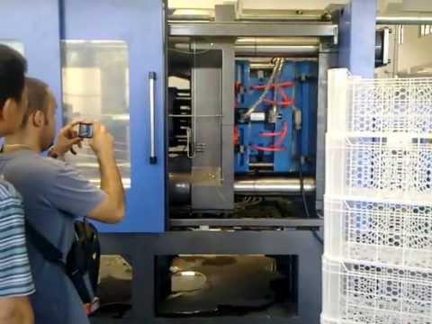 Machine des caisses en plastique machine injection - Caisse en plastique ikea ...