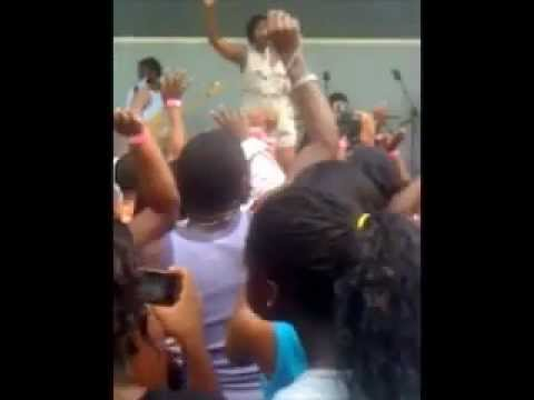 Fantasia Barrino performs in a Jacksonville Fl Neighborhood, (she confirms pregnancy)
