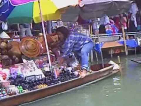 Musikalische Fahrt durch den Floating Market Thailand