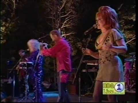 The B 52'S - Party Out Of Bound / Private Idaho (VH1 Big Backyard BBQ )