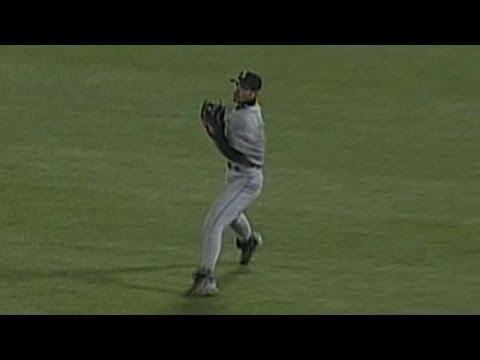 SEA@OAK: Ichiro throws out Long at third base