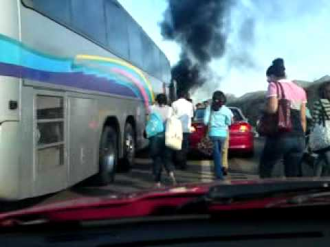 Accidente mortal, calcinados y aplastados. Infiernillo Michoacan. 6 muertos