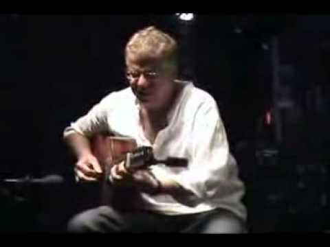 Romero Lubambo (amazing solo, acoustic guitar)