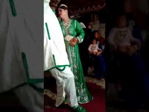 رقص غريب لعريس مغربي لم يستطع التحكم في مشاعره الغريزية امام جميع المدعوين thumbnail