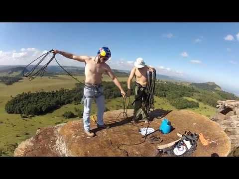 Rapel Torre de Pedra (Rappelling Stone Tower) [HD]