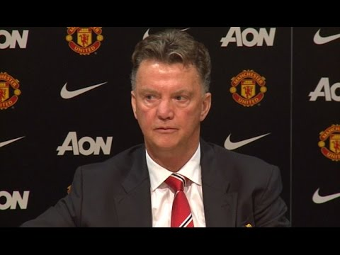 Louis Van Gaal Loses His Cool When Journalist Questions His Decision To Make Rooney Captain