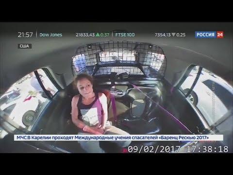 В США воровка в наручниках угнала у полицейских машину