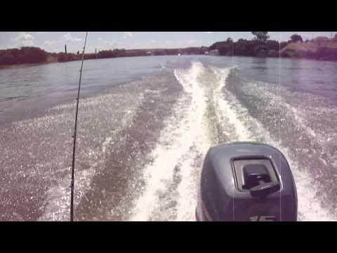 navegando em barra bonita com motor yamaha de 15 hp com barco levefort