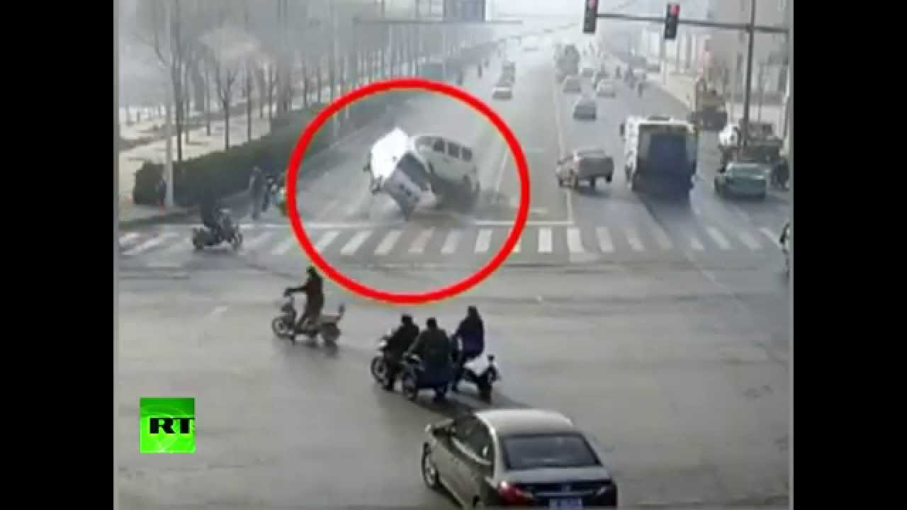 Chinese flying cars: Fallen rope causes 'paranormal' accident