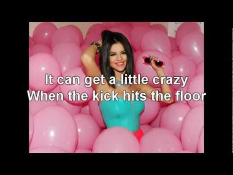 Selena Gomez - Shake it up (Lyrics)