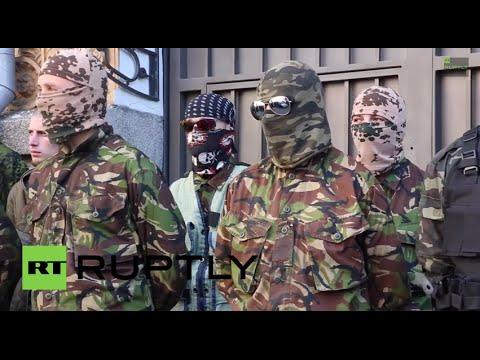 Ukraine: Nationalist militiamen vent fury at Poroshenko