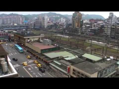 Lalaking May Asawa, Hindi Nakatiis Na Silipan Ang Natutulog Na Kapitbahay video