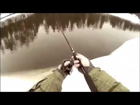 ловля весной на москве реке видео