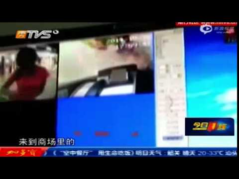 CCTV: Woman tears apart ATM after not being able to withdraw cash [NEWS FLASH]