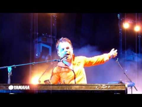 (Roel) Van Velzen - Don't stop me now (Queen cover) @de Markt, Arnhem, 29-04-2011