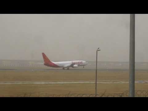 SpiceJet Boeing 737 landing at Indira Gandhi International Airport!!!!!!!