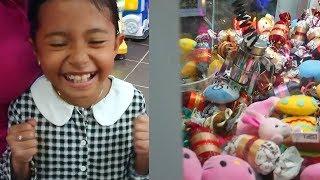 YESS Akhirnya Dapat Boneka di Mesin Capit - Mainan Anak di Fun City - Claw Machine