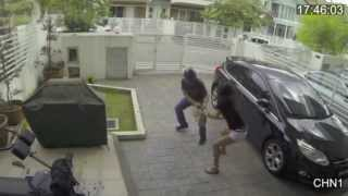 Girl fights off Purse thief
