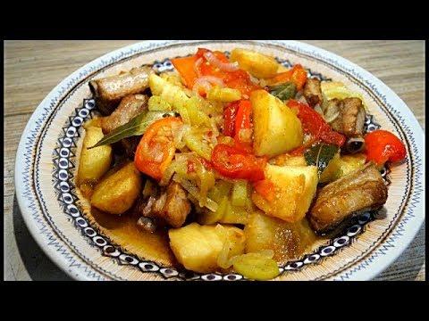 Ребрышки свиные  с  картошкой и  овощами  в казане.
