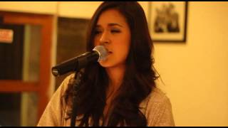 Download Lagu Raisa Terjebak Nostalgia (Live Version) Gratis STAFABAND