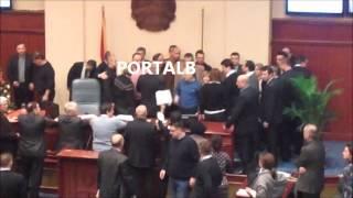 VIDEO 2- Rrahje ne Parlament per Buxhetin 2013 Portalb.mk