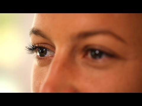 How to Curl Your Lashes with a Spoon (Beauty Tip)    KIN BEAUTY