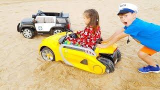ARABA KUMA BATTI ALİ ADRİANAYI KURTARDI KidS Ride on Toy Cars Power wheels STUCK in the SAND