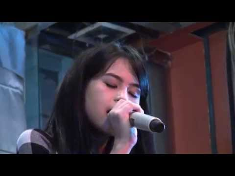 Maudy Ayunda - Royals ( Lorde Cover ) at Seremanis (TKP Mustang88...