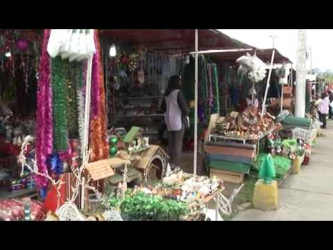 Quito: Feria ofrece toda clase de productos navideños a precios accesibles
