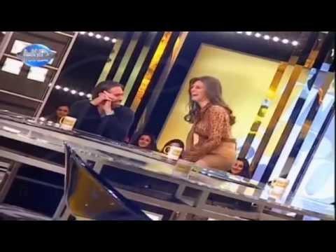 ملكة جمال لبنان تخلع ملابسها أمام الجمهور على الهواء مباشرة thumbnail