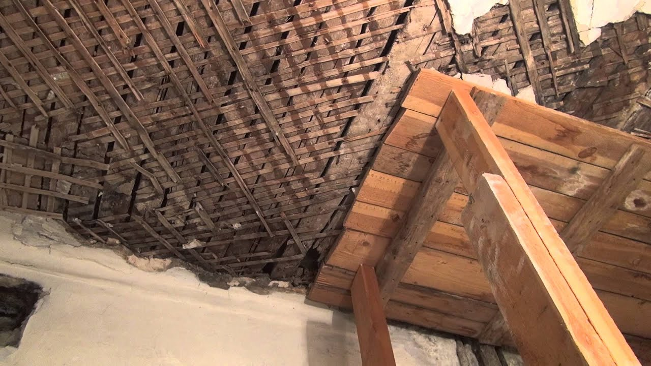 Как сделать потолок в старом доме с деревянными балками