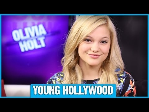 What's In Olivia Holt's Purse?
