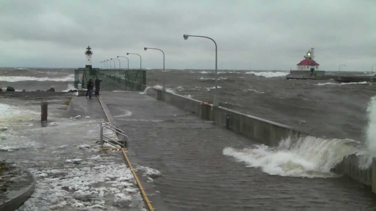 Huge Wave Breach North Pier Duluth Mn 12 25 09 Youtube