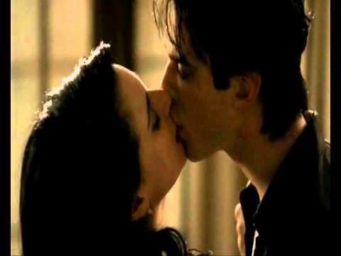 Dating in the dark kissing scenes
