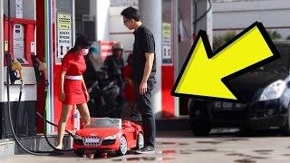 Ke Spbu Naik Mobil Mainan Mbaknya Bingung  Prank Indonesia Yudist Ardhana