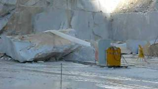 CARRARA QUARRY - DAZZINI WIRE SAW SQUARRING A BIG BLOCKS