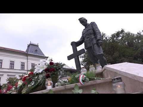 A II. világháborúban elesett hősök és áldozatok emléke előtt hajtottak fejet