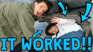 Download Lagu SNUCK MY BROTHER ON AIRPLANE!! Gratis STAFABAND