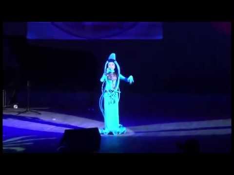 девочка поет песню из Пятого элемента, просто нереальный голос