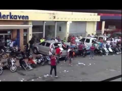 TREMENDO PLEITO EN DESFILE DEL CARNAVAL DE LA VEGA 2013