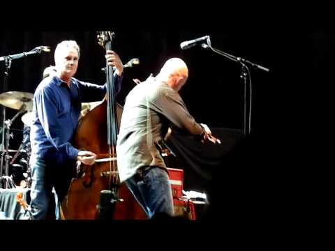 Mark Knopfler Privateering live (new song) Glasgow Braehead Arena (08/10/2011)