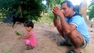 Ông bà nội ốm đau nhưng vẫn cố gắng chơi cùng bé