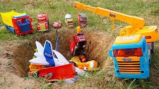 Crane Truck Rescue Animal Truck Transport, Helicopter, Airplane Crashed Into Pit | Truck for kids