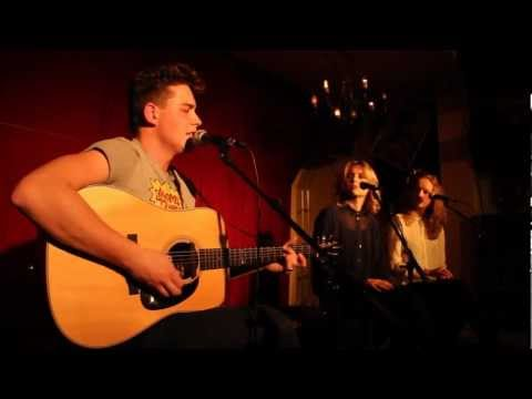 Douwe Bob - Standing Here Helpless